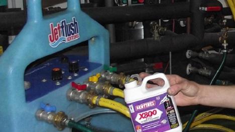 Pompe à désembouer pour la maintenance des circuits de chauffage